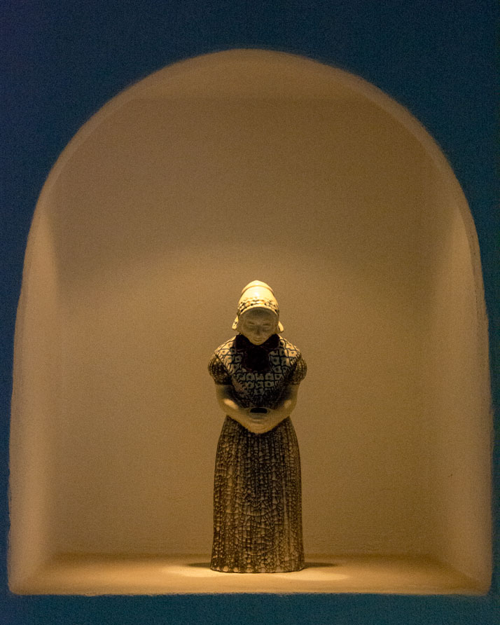 Michael Andersen Keramik Kvinde med salmebog